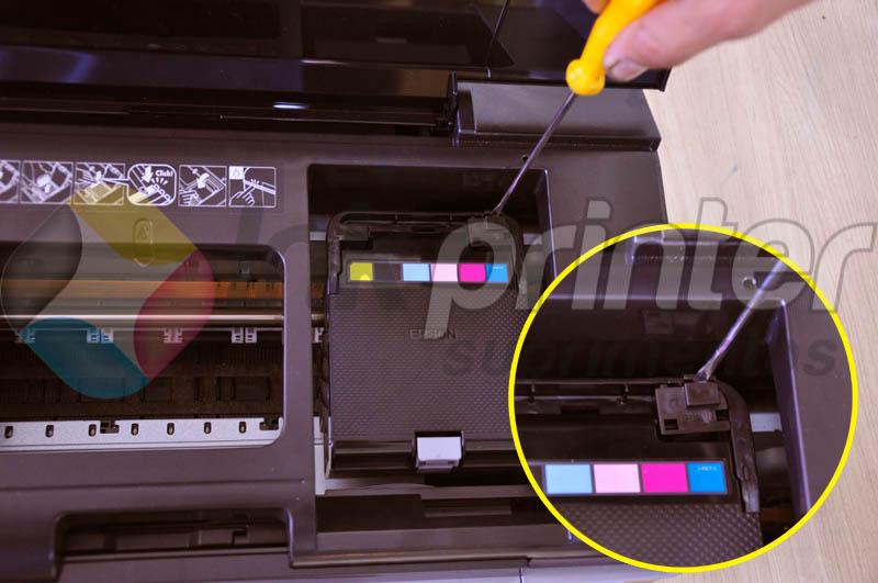 Removendo tampa do carrinho da impressora Epson T50