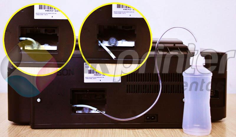 Colocando coletor de resíduo na impressora Epson T25