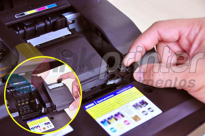 Removendo tampa do carrinho da impressora Epson TX 420W